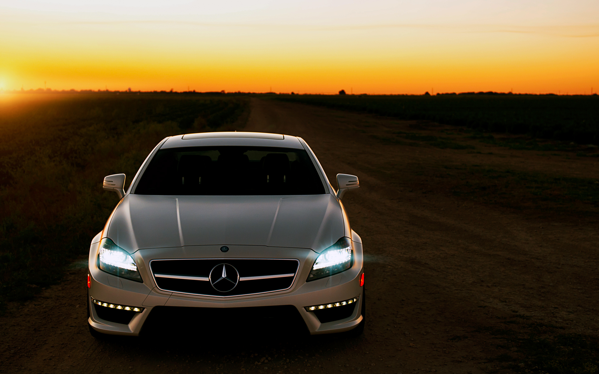 White Mercedes Benz Cls 63 Amg Wallpapers 1920x1200